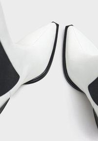 Bershka - Ankle boots - white - 6