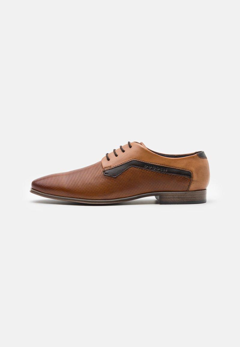 Bugatti - MORINO - Šněrovací boty - cognac/sand