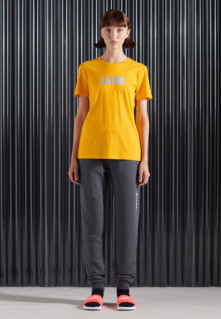 Women CORE LOGO TRANSIT - Print T-shirt