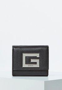 Guess - PORTEMONNAIE - Wallet - schwarz - 0