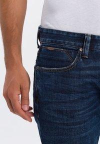 Cross Jeans - DYLAN - Straight leg jeans - dark-blue - 3