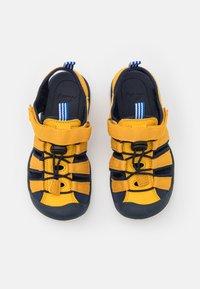 Finkid - PELTO UNISEX - Chodecké sandály - golden yellow/navy - 3