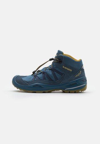 ROBIN GTX UNISEX - Hiking shoes - stahlblau/senf