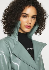Missguided - TEXTURED TRENCH - Trenchcoat - green - 3