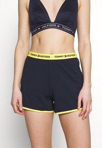 Tommy Hilfiger - SLEEP SHORT - Pyjama bottoms - navy blazer - 0