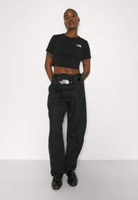 The North Face - CROP TEE - T-shirt con stampa - black - 5