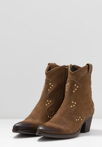 Lazamani - Cowboy/biker ankle boot - tan - 4