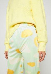 HOSBJERG - RILEY PANTS - Trousers - green - 4