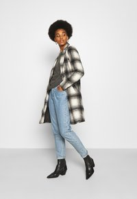 ONLY - ONLVERONICA CHECK COAT - Classic coat - pumice stone/black - 1
