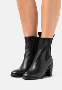 Calvin Klein Jeans - Classic ankle boots - black - 0