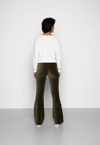 ONLY - ONLFENJA LIFE FLARED PANT - Broek - forest night - 2