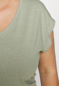 ONLY Carmakoma - CARMARLY LIFE - Basic T-shirt - tea - 6