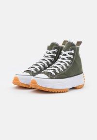 Converse - RUN STAR HIKE RECYCLED UNISEX - Sneakers hoog - cargo khaki/white/black - 1