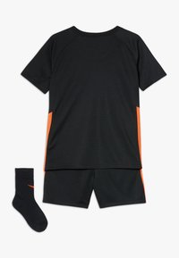 Nike Performance - NIEDERLANDE KNVB I NK BRT KIT AW SET - Sports shorts - black/safety orange - 1