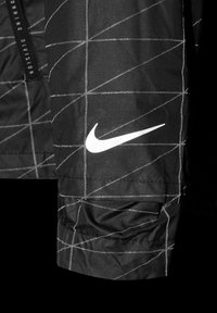 Nike Performance - M NK RUN DVN SHIELD FLASH JKT - Sports jacket - black / reflective silver - 5