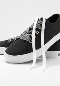 Tommy Hilfiger - ESSENTIAL NAUTICAL SNEAKER - Sneakers laag - black - 7