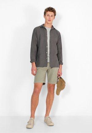 OUTFITTERS - Shorts - light khaki