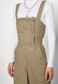 Who What Wear - THE CROSS BACK DUNGAREE - Dungarees - light tobacco - 4
