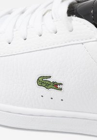 Lacoste - CARNABY EVO  - Trainers - white/black - 2