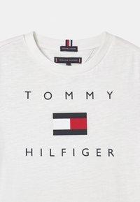 Tommy Hilfiger - LOGO - Triko spotiskem - white - 2