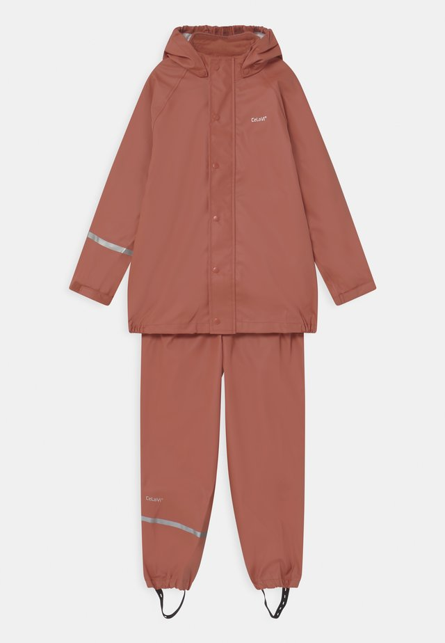 BASIC RAINWEAR SET UNISEX - Regenjas - redwood