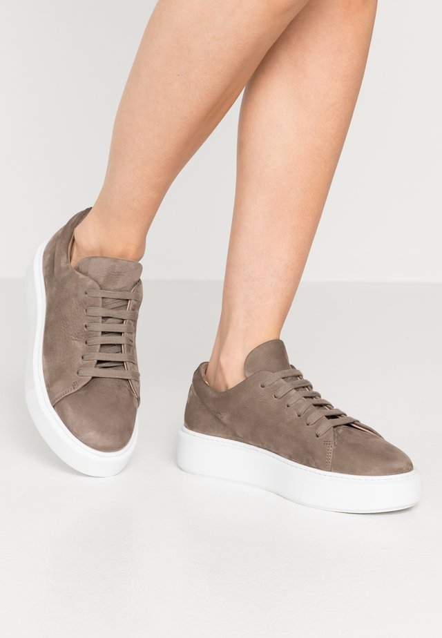 CPH407 - Sneakers basse - taupe