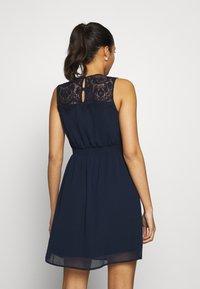 Vero Moda - VMYASMIN SHORT DRESS - Sukienka koktajlowa - navy blazer - 4