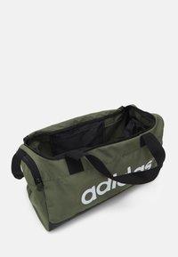 adidas Performance - LINEAR DUFFEL S UNISEX - Treningsbag - focus olive/black/white - 2