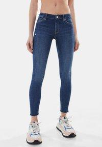 Bershka - LOW WAIST PUSH UP - Jeans Skinny Fit - dark blue - 0