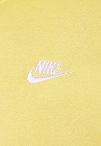 Nike Sportswear - CLUB HOODIE - Hoodie - saturn gold/white - 2