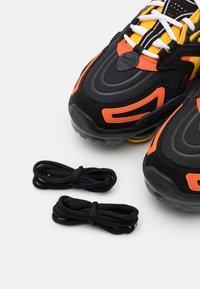 Nike Sportswear - AIR VAPORMAX EVO SE - Sneakersy niskie - black/white/orange/university gold/university red/sail - 5
