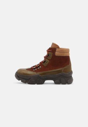 HELGA - Šněrovací kotníkové boty - army