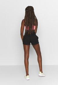 ONLY Play - ONPPERFORMANCE SHORTS - Pantalón corto de deporte - black - 2