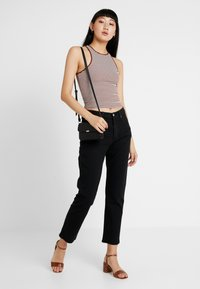 Levi's® - 501® CROP - Džíny Straight Fit - black heart - 1