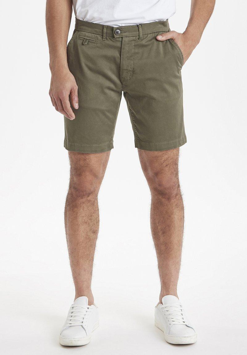 Casual Friday - Shorts - grape leaf