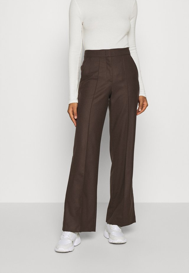 WIDE LEG PANTS HIGH WAISTED PINTUCKS - Pantalones - mocca brown