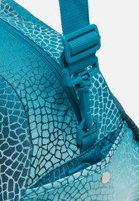Nike Performance - GYM CLUB BAG - Sportovní taška - cyber teal/white - 4
