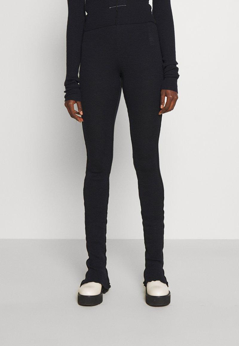 MM6 Maison Margiela - PANTALONE - Leggings - Trousers - black