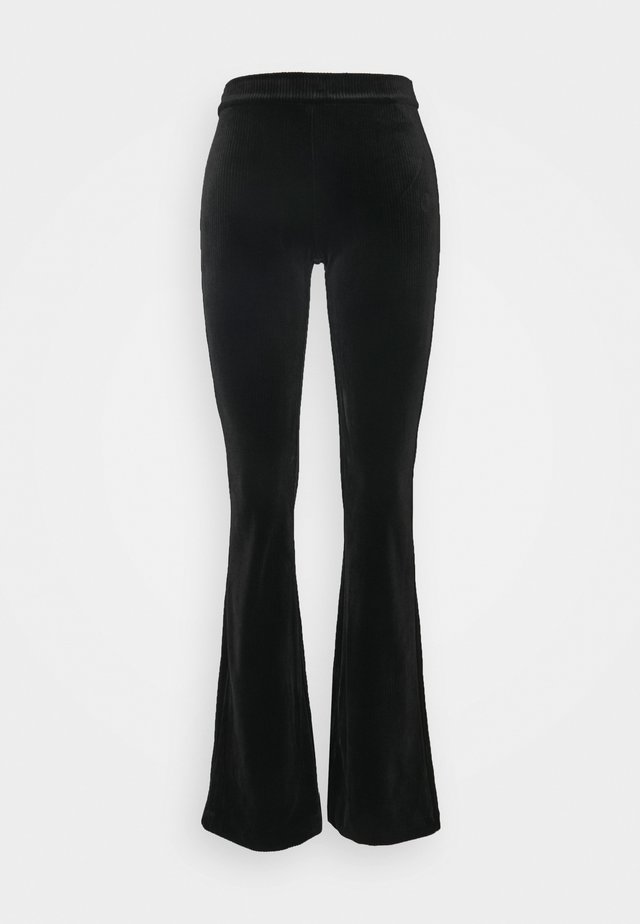VMKAMMA FLARED PANT - Broek - black