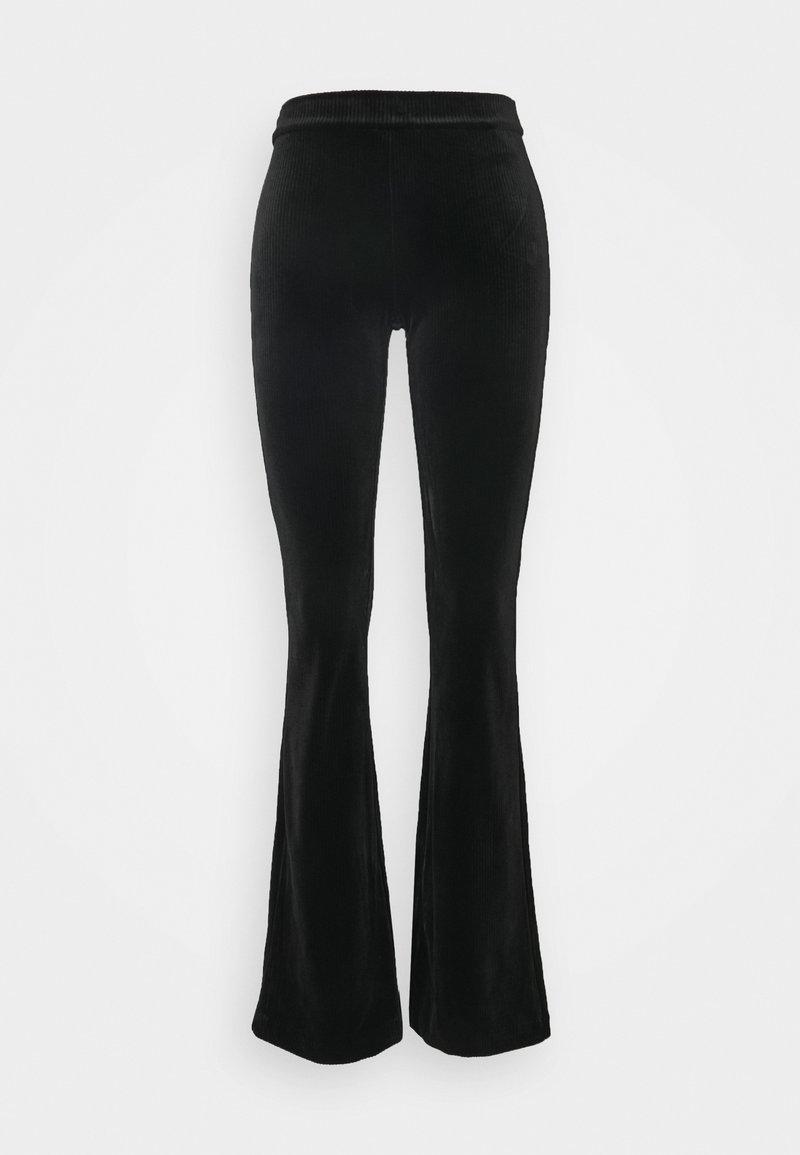 Vero Moda - VMKAMMA FLARED PANT - Broek - black