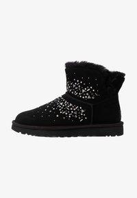 UGG - CLASSIC GALAXY BLING MINI - Boots à talons - black - 1