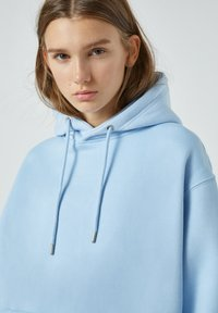 PULL&BEAR - Sweat à capuche - neon blue - 6