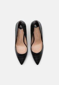 Dorothy Perkins Wide Fit - WIDE FIT DELE CROC POINT COURT - Classic heels - black - 5
