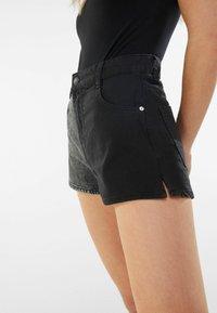 Bershka - MIT KONTRASTEN - Denim shorts - black - 3