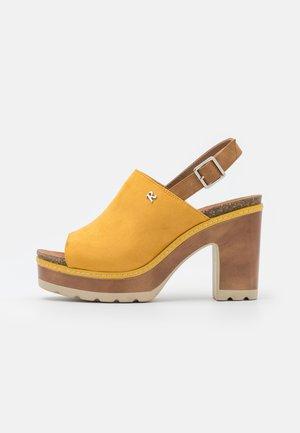 Sandalias con plataforma - amarillo