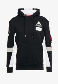Alpha Industries - SPACE CAMP HOODY - Mikina skapucí - black - 3