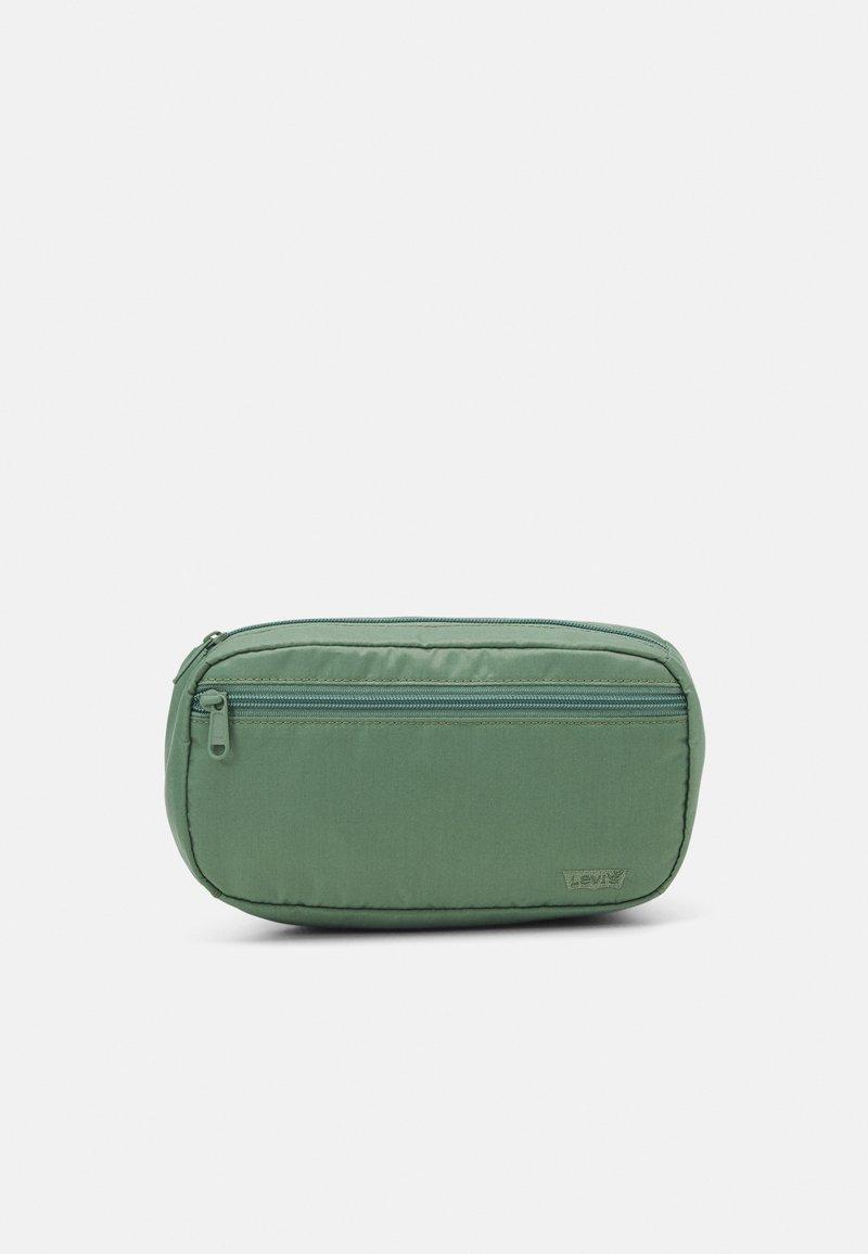 Levi's® - MEDIUM BANANA SLING  EMBROIDERED BATWING UNISEX - Bum bag - pale green