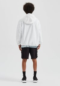 PULL&BEAR - Giacca outdoor - white - 2
