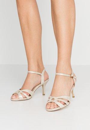 WIDE FIT HAIGAR - Sandály na vysokém podpatku - champagne