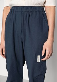 esmé studios - BROOKE CARGO PANTS - Cargo trousers - dark sapphire - 3